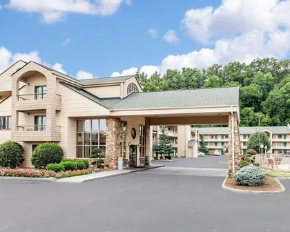 Quality Inn & Suites at Dollywood Lane, a Pigeon Forge TN hotel | Quality Inn And Suites Dollywood