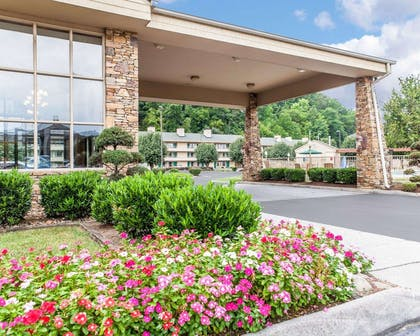 Hotel entrance | Quality Inn And Suites Dollywood