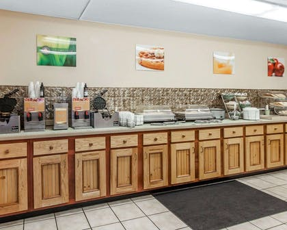 Free full breakfast | Quality Inn And Suites Dollywood
