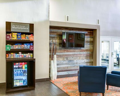 Lobby with marketplace | Comfort Suites