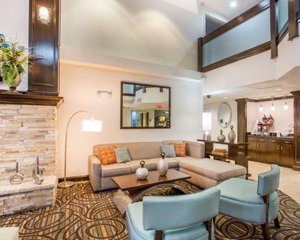 Beautifully decorated hotel | Comfort Suites Lebanon