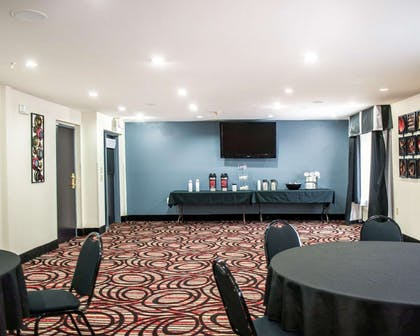 Meeting & event space   Comfort Suites Airport