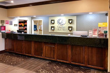 Front desk with friendly staff | Comfort Suites Mountain Mile Area
