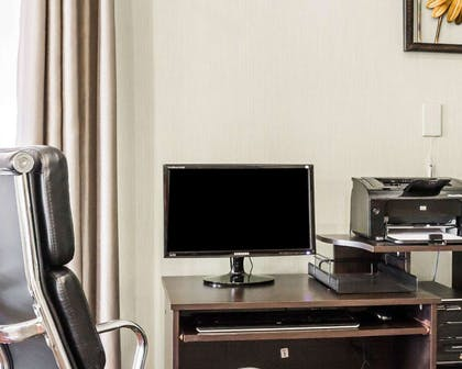 Business center with high-speed Internet access | Quality Suites Near Wolfchase Galleria