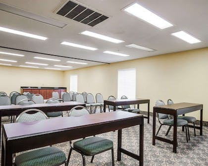 Banquetmeeting room with audiovisual equipment | Quality Suites Near Wolfchase Galleria