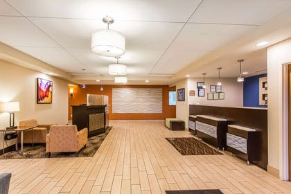 Hotel lobby | Comfort Inn & Suites Cookeville