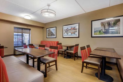 Enjoy breakfast in this seating area | Comfort Inn & Suites Hamilton Place