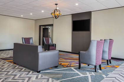 Lobby with sitting area | Clarion Inn & Suites Near Downtown