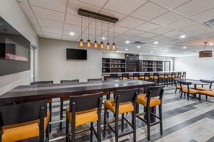 Hotel bar | Clarion Inn & Suites Near Downtown