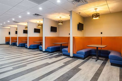 Lounge area | Clarion Inn & Suites Near Downtown