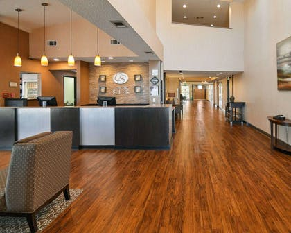 Spacious lobby | Comfort Suites DFW Airport