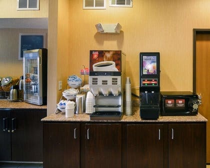 Hot and cold breakfast buffet | Comfort Suites DFW Airport