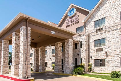 Hotel entrance | Comfort Suites Round Rock - Austin North I-35