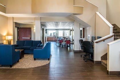 Spacious lobby | Comfort Suites Round Rock - Austin North I-35