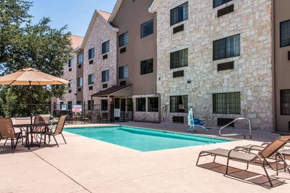 Relax on the sundeck | Comfort Suites Round Rock - Austin North I-35