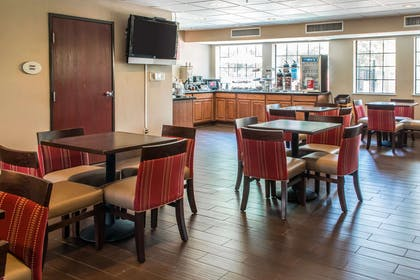 Enjoy breakfast in this seating area | Comfort Suites Round Rock - Austin North I-35