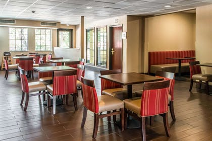 Spacious breakfast area | Comfort Suites Round Rock - Austin North I-35