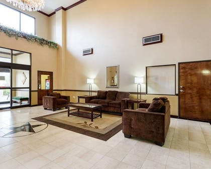 Spacious lobby with sitting area | Comfort Suites Bush Intercontinental Airport