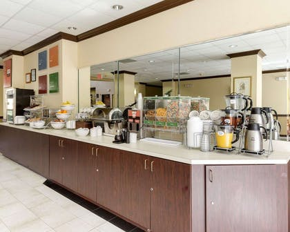 Free hot breakfast | Comfort Suites Bush Intercontinental Airport