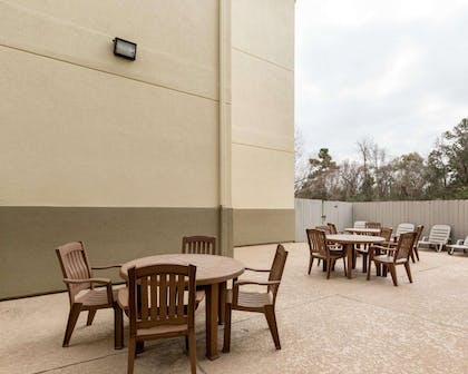 Relax on the sundeck | Comfort Suites Bush Intercontinental Airport