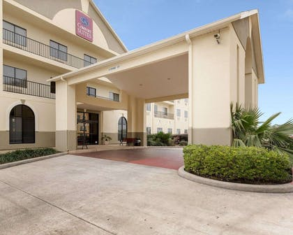 Hotel entrance | Comfort Suites Bush Intercontinental Airport