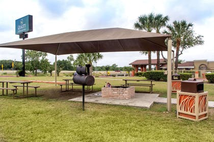 Outdoor Grill Area | Quality Inn & Suites I-35 - near ATT Center