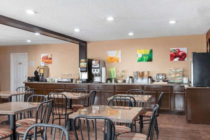 Enjoy breakfast in this seating area | Quality Inn & Suites I-35 - near ATT Center