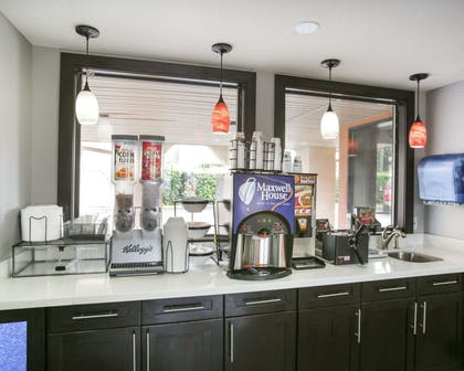 Breakfast counter | Rodeway Inn & Suites Downtown North
