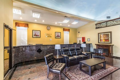 Front desk with friendly staff | Quality Suites North