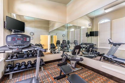 Fitness center | Quality Suites North