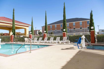 Outdoor pool with hot tub   Comfort Suites North Fossil Creek