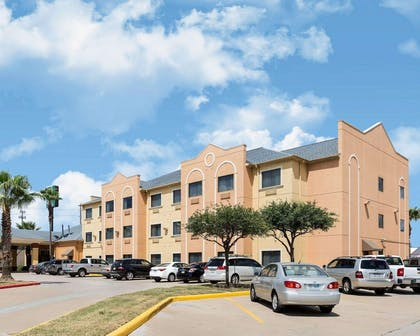 Hotel near Convention Center | Quality Suites Cy - Fair at Jones Road