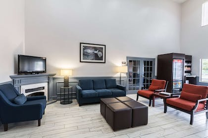 Lobby with sitting area | Quality Suites Burleson - Ft. Worth