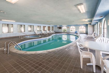 Indoor pool with hot tub | Quality Suites Burleson - Ft. Worth