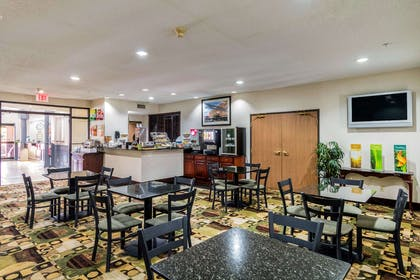 Enjoy breakfast in this seating area | Quality Suites Burleson - Ft. Worth