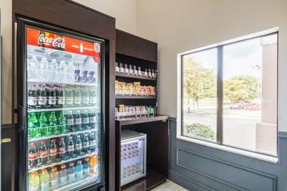 Hotel vending area | Quality Suites Burleson - Ft. Worth