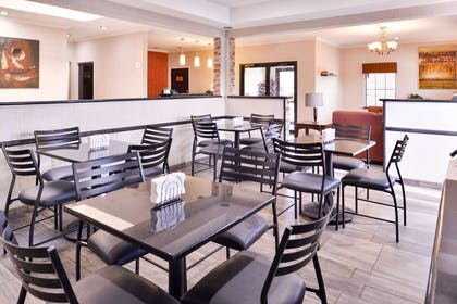 Enjoy breakfast in this seating area | Quality Inn And Suites Beaumont