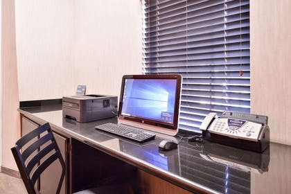 Business center | Quality Inn And Suites Beaumont