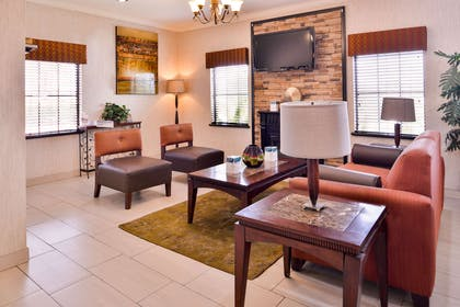 Spacious lobby with sitting area | Quality Inn And Suites Beaumont