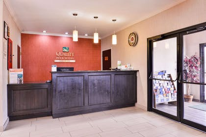 Front desk | Quality Inn And Suites Beaumont