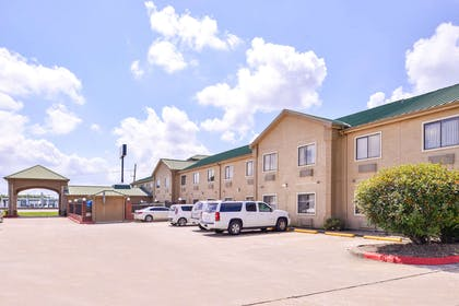 Hotel exterior | Quality Inn And Suites Beaumont