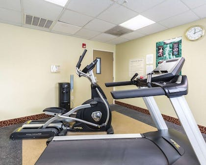 Exercise room | Econo Lodge Inn & Suites East