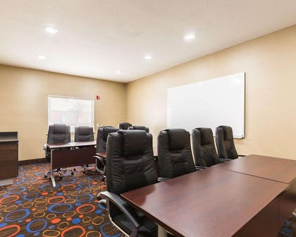 Boardroom | Econo Lodge Inn & Suites East