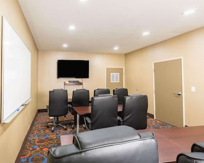 Meeting room | Econo Lodge Inn & Suites East