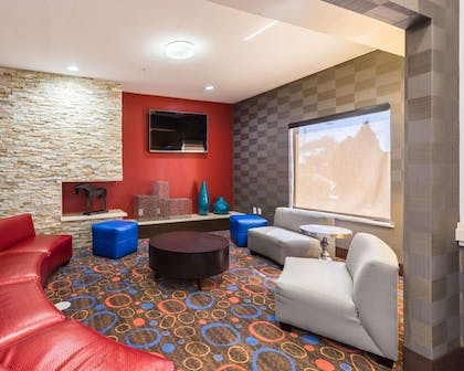 Spacious lobby with sitting area | Econo Lodge Inn & Suites East