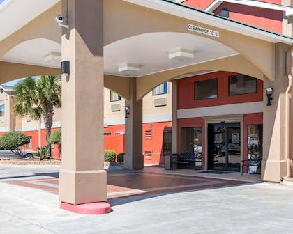 Hotel entrance | Econo Lodge Inn & Suites East