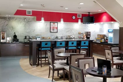 Breakfast area | Econo Lodge Inn & Suites East