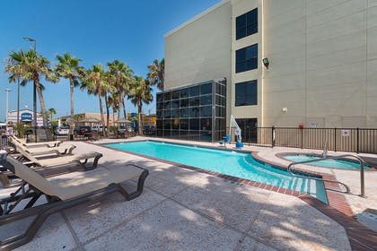 Outdoor pool | Comfort Suites South Padre Island