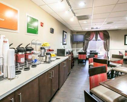 Breakfast counter | Comfort Suites Willowbrook