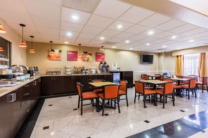 Spacious breakfast area | Comfort Suites Westchase